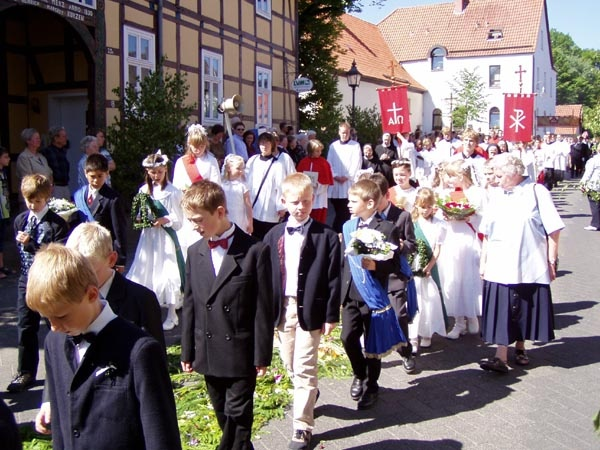 http://www.vitus-gemeinde.de/galerien/cache/vs_01%202005_07%20Vitusprozession%20(19.06.2005)_vitus11.jpg