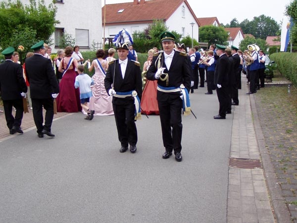http://www.vitus-gemeinde.de/galerien/cache/vs_01%202005_08%20Sch%FCtzenfest:%20Festumz%FCge%20(25.-26.06.2005)_festumzug03.jpg