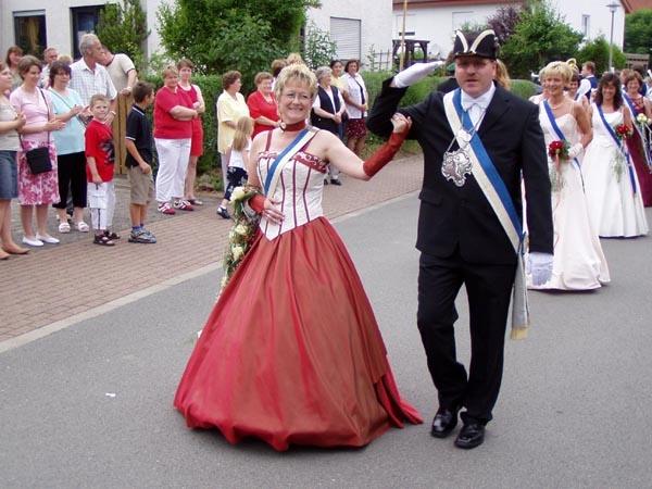 http://www.vitus-gemeinde.de/galerien/cache/vs_01%202005_08%20Sch%FCtzenfest:%20Festumz%FCge%20(25.-26.06.2005)_festumzug04.jpg