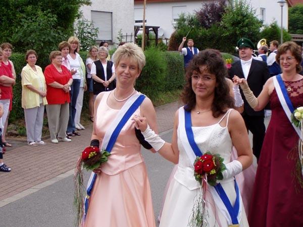 http://www.vitus-gemeinde.de/galerien/cache/vs_01%202005_08%20Sch%FCtzenfest:%20Festumz%FCge%20(25.-26.06.2005)_festumzug05.jpg