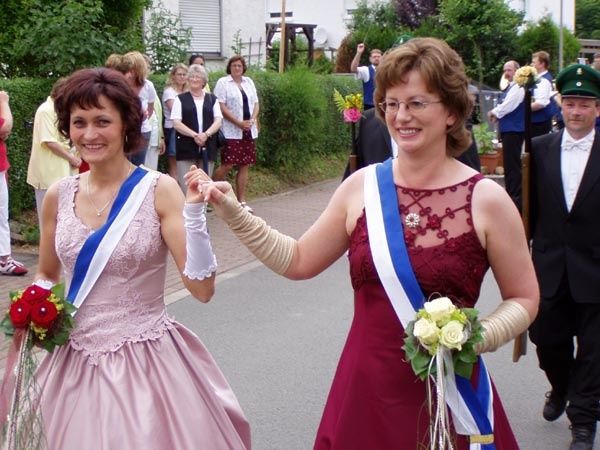 http://www.vitus-gemeinde.de/galerien/cache/vs_01%202005_08%20Sch%FCtzenfest:%20Festumz%FCge%20(25.-26.06.2005)_festumzug06.jpg