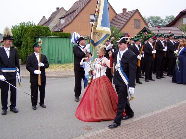 http://www.vitus-gemeinde.de/galerien/cache/vs_01%202005_08%20Sch%FCtzenfest:%20Festumz%FCge%20(25.-26.06.2005)_festumzug09.jpg