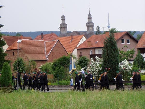 http://www.vitus-gemeinde.de/galerien/cache/vs_01%202005_08%20Sch%FCtzenfest:%20Festumz%FCge%20(25.-26.06.2005)_festumzug15.jpg