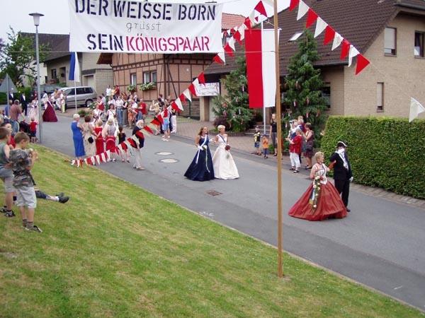 http://www.vitus-gemeinde.de/galerien/cache/vs_01%202005_08%20Sch%FCtzenfest:%20Festumz%FCge%20(25.-26.06.2005)_festumzug16.jpg