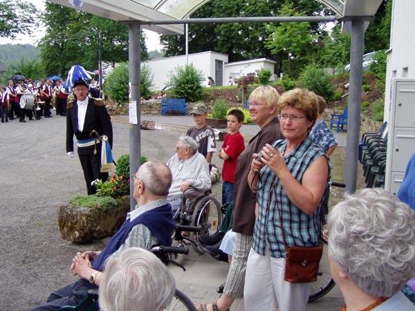 http://www.vitus-gemeinde.de/galerien/cache/vs_01%202005_08%20Sch%FCtzenfest:%20Festumz%FCge%20(25.-26.06.2005)_festumzug19.jpg
