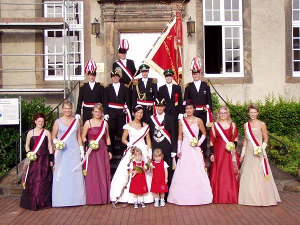http://www.vitus-gemeinde.de/galerien/cache/vs_01%202005_09%20Sch%FCtzenfest:%20Hofstaat%20(25.-26.06.2005)_hofstaat04.jpg