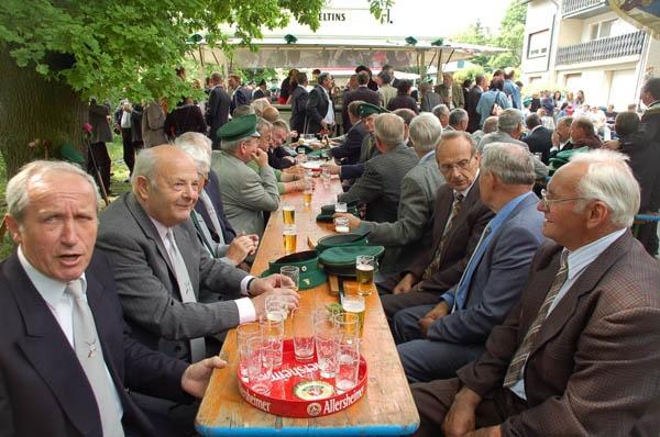 http://www.vitus-gemeinde.de/galerien/cache/vs_02%202006_05%20K%F6nigschie%DFen%20St.%20Sebastian%20(17.06.2006)_sebastian__006.jpg