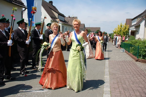 http://www.vitus-gemeinde.de/galerien/cache/vs_02%202006_07%20Sch%FCtzenfest:%20Festumz%FCge%20(24.-25.06.2006)_umzug__002.jpg