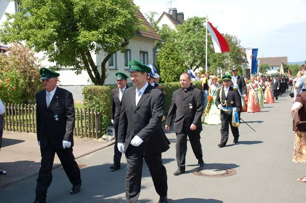 http://www.vitus-gemeinde.de/galerien/cache/vs_02%202006_07%20Sch%FCtzenfest:%20Festumz%FCge%20(24.-25.06.2006)_umzug__005.jpg