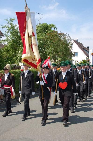 http://www.vitus-gemeinde.de/galerien/cache/vs_02%202006_07%20Sch%FCtzenfest:%20Festumz%FCge%20(24.-25.06.2006)_umzug__006.jpg