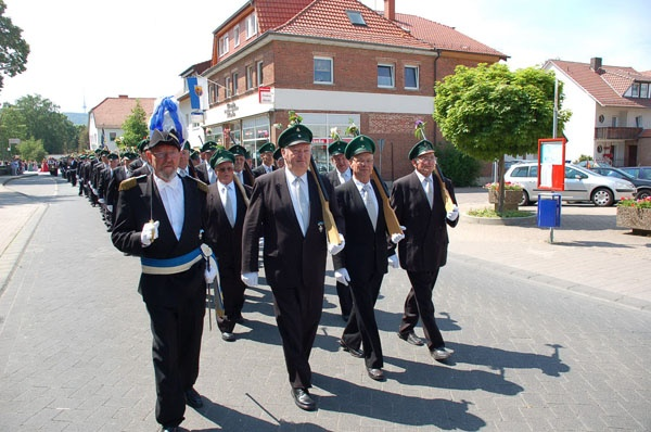 http://www.vitus-gemeinde.de/galerien/cache/vs_02%202006_07%20Sch%FCtzenfest:%20Festumz%FCge%20(24.-25.06.2006)_umzug__014.jpg