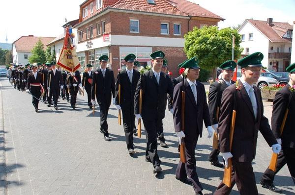 http://www.vitus-gemeinde.de/galerien/cache/vs_02%202006_07%20Sch%FCtzenfest:%20Festumz%FCge%20(24.-25.06.2006)_umzug__015.jpg