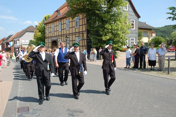 http://www.vitus-gemeinde.de/galerien/cache/vs_02%202006_07%20Sch%FCtzenfest:%20Festumz%FCge%20(24.-25.06.2006)_umzug__016.jpg