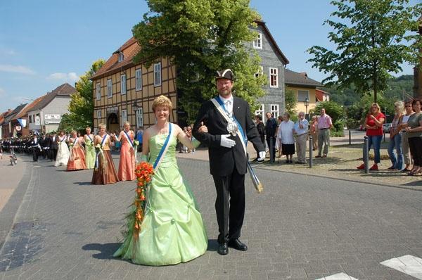 http://www.vitus-gemeinde.de/galerien/cache/vs_02%202006_07%20Sch%FCtzenfest:%20Festumz%FCge%20(24.-25.06.2006)_umzug__019.jpg