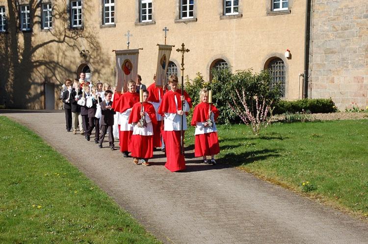 http://www.vitus-gemeinde.de/galerien/cache/vs_03%202007_01%20Erstkommunionfeier%20(15.04.2007)_erstkommunion__05.jpg
