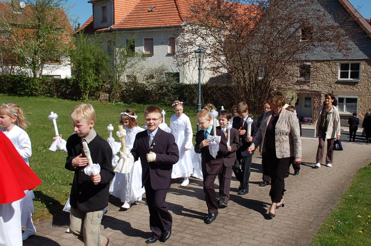 http://www.vitus-gemeinde.de/galerien/cache/vs_03%202007_01%20Erstkommunionfeier%20(15.04.2007)_erstkommunion__12.jpg