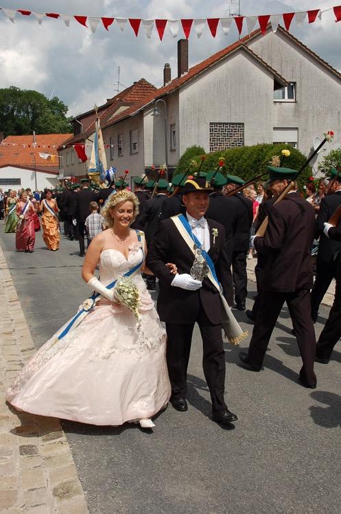 http://www.vitus-gemeinde.de/galerien/cache/vs_03%202007_08%20Sch%FCtzenfest:%20Festum%FCge%20(23.-24.06.2007)_umzug__sa__078.jpg