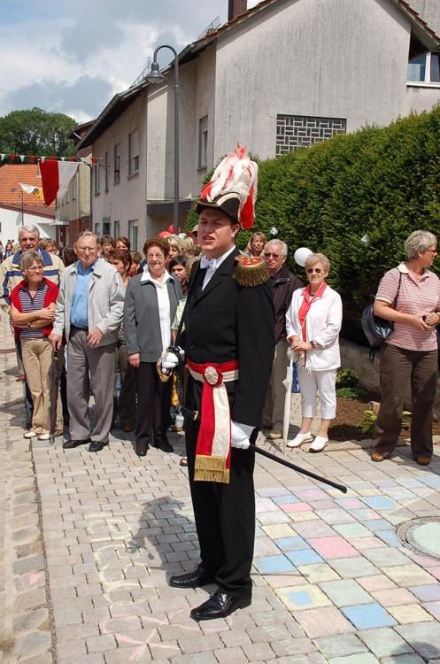 http://www.vitus-gemeinde.de/galerien/cache/vs_03%202007_08%20Sch%FCtzenfest:%20Festum%FCge%20(23.-24.06.2007)_umzug__sa__079.jpg