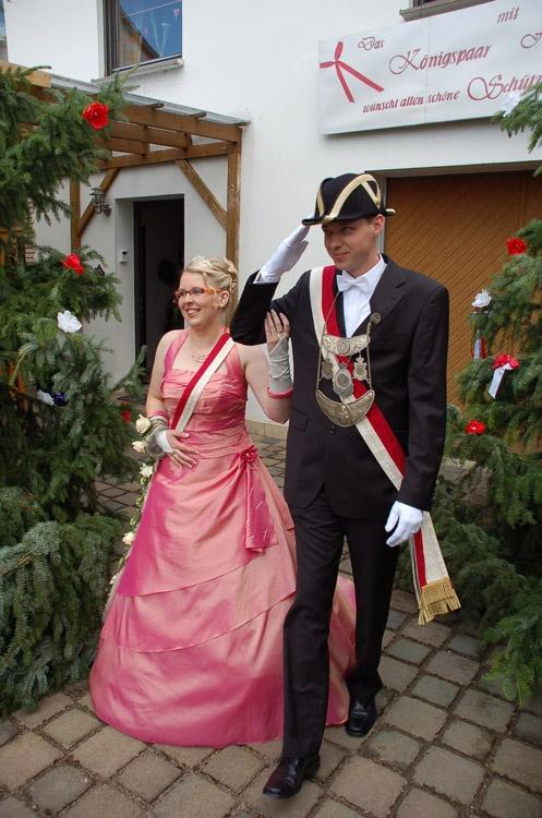 http://www.vitus-gemeinde.de/galerien/cache/vs_03%202007_08%20Sch%FCtzenfest:%20Festum%FCge%20(23.-24.06.2007)_umzug__sa__091.jpg