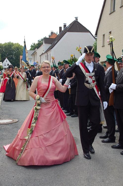 http://www.vitus-gemeinde.de/galerien/cache/vs_03%202007_08%20Sch%FCtzenfest:%20Festum%FCge%20(23.-24.06.2007)_umzug__sa__114.jpg