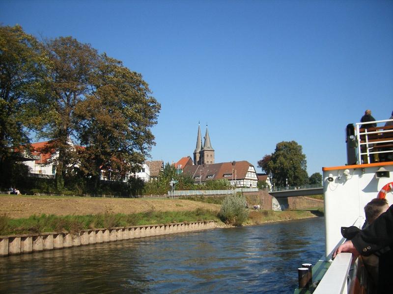 http://www.vitus-gemeinde.de/galerien/cache/vs_03%202007_12%20Ausflug%20nach%20Corvey%20(22.09.2007)_corvey__12.jpg