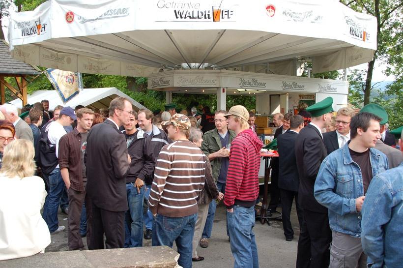 http://www.vitus-gemeinde.de/galerien/cache/vs_03%202008_05%20K%F6nigschie%DFen%20St.%20Sebastian%20(14.06.2008)_sebastian__11.jpg