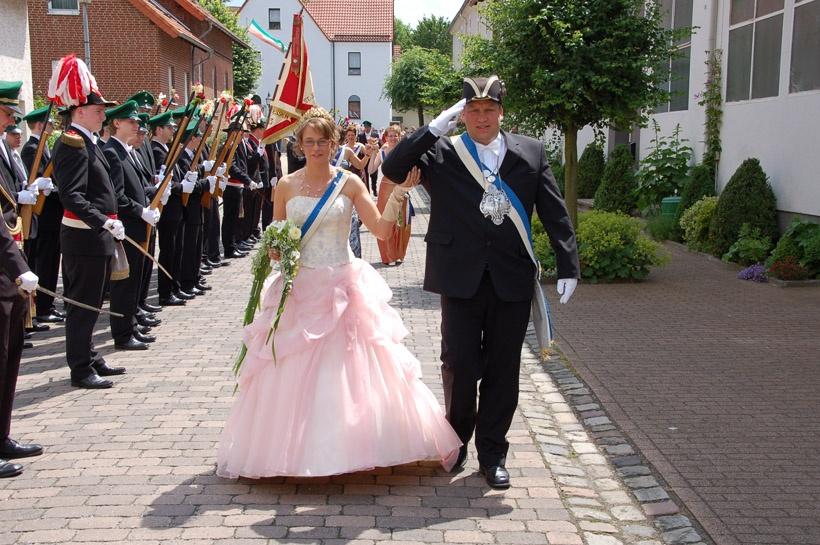 http://www.vitus-gemeinde.de/galerien/cache/vs_03%202008_07%20Sch%FCtzenfest:%20Festum%FCge%20(21.-22.06.2008)_umzug__sa__030.jpg