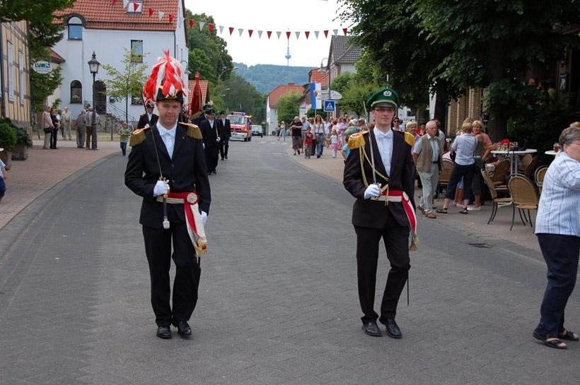 http://www.vitus-gemeinde.de/galerien/cache/vs_03%202008_07%20Sch%FCtzenfest:%20Festum%FCge%20(21.-22.06.2008)_umzug__sa__059.jpg
