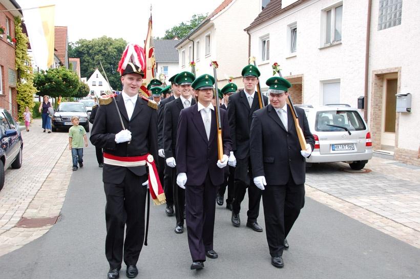 http://www.vitus-gemeinde.de/galerien/cache/vs_03%202008_07%20Sch%FCtzenfest:%20Festum%FCge%20(21.-22.06.2008)_umzug__sa__122.jpg