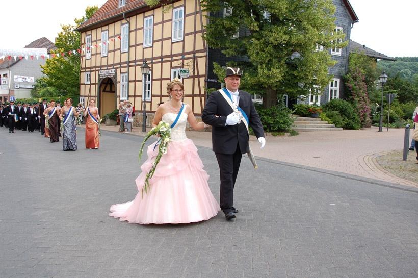 http://www.vitus-gemeinde.de/galerien/cache/vs_03%202008_07%20Sch%FCtzenfest:%20Festum%FCge%20(21.-22.06.2008)_umzug__sa__130.jpg