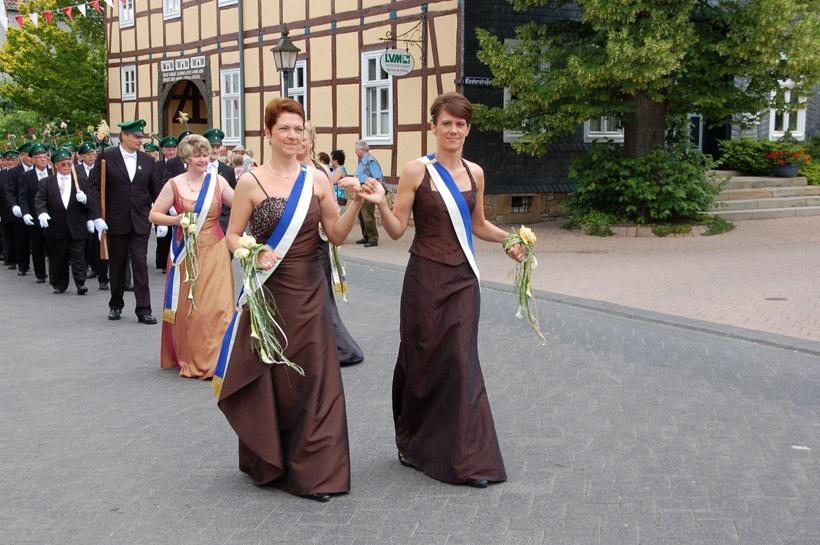 http://www.vitus-gemeinde.de/galerien/cache/vs_03%202008_07%20Sch%FCtzenfest:%20Festum%FCge%20(21.-22.06.2008)_umzug__sa__133.jpg