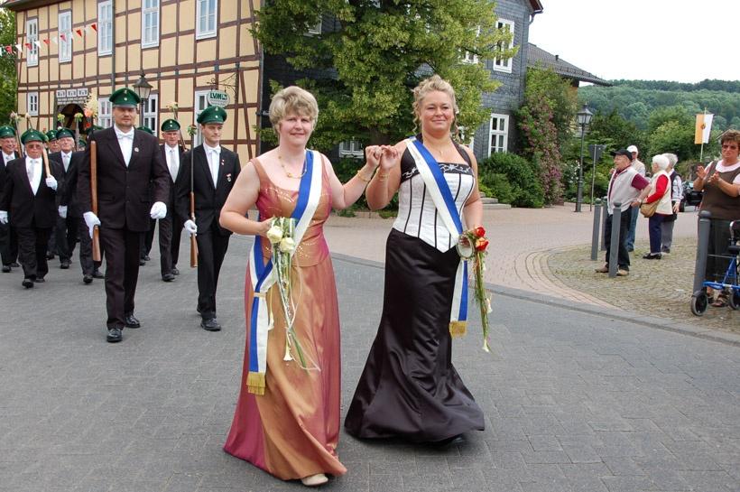 http://www.vitus-gemeinde.de/galerien/cache/vs_03%202008_07%20Sch%FCtzenfest:%20Festum%FCge%20(21.-22.06.2008)_umzug__sa__136.jpg