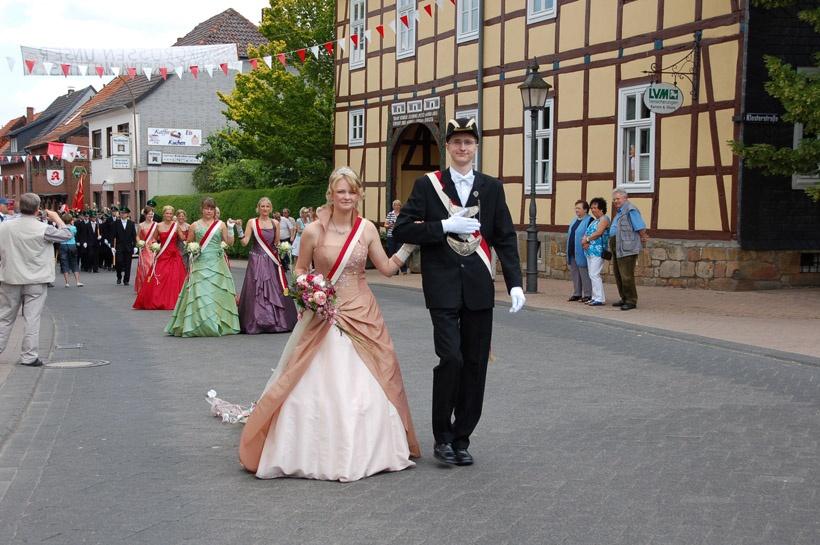 http://www.vitus-gemeinde.de/galerien/cache/vs_03%202008_07%20Sch%FCtzenfest:%20Festum%FCge%20(21.-22.06.2008)_umzug__sa__145.jpg