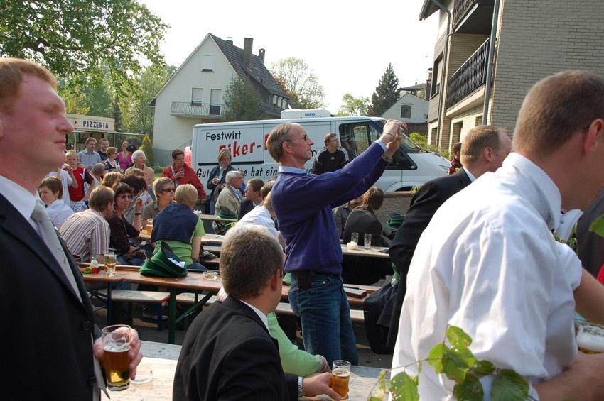 http://www.vitus-gemeinde.de/galerien/cache/vs_04%202009_05%20K%F6nigschie%DFen%20St.%20Johannes%20(02.05.2009)_johannes__07.jpg
