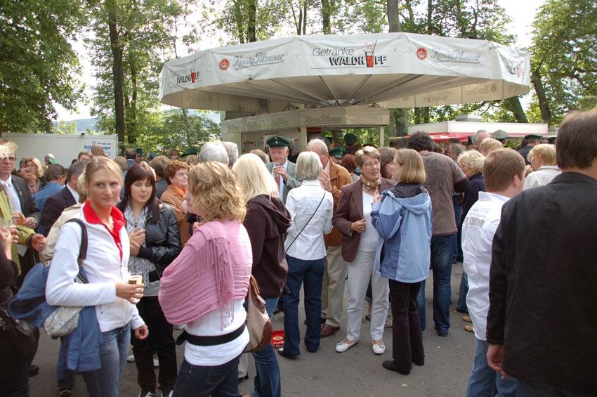 http://www.vitus-gemeinde.de/galerien/cache/vs_04%202009_07%20K%F6nigschie%DFen%20St.%20Sebastian%20(20.06.2009)_sebastian__09.jpg