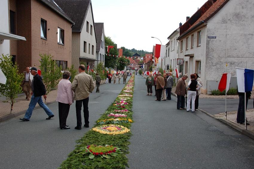 http://www.vitus-gemeinde.de/galerien/cache/vs_04%202009_08%20Vitusprozession%20(21.06.2009)_vitus__05.jpg