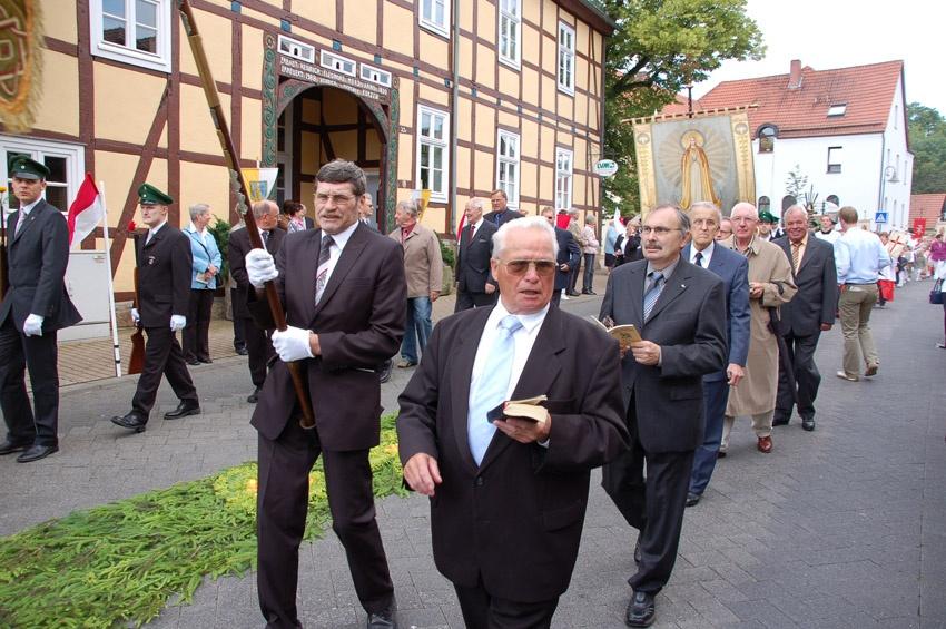 http://www.vitus-gemeinde.de/galerien/cache/vs_04%202009_08%20Vitusprozession%20(21.06.2009)_vitus__10.jpg