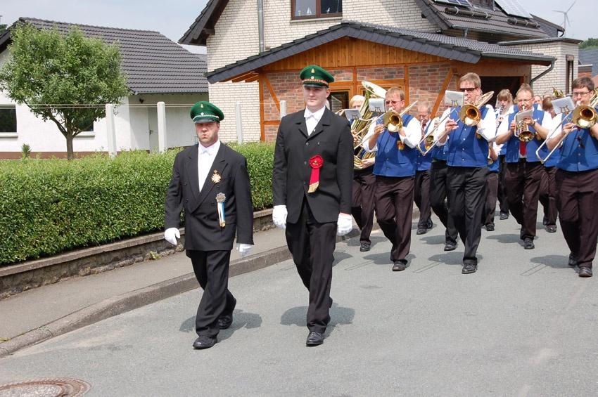 http://www.vitus-gemeinde.de/galerien/cache/vs_04%202009_09%20Sch%FCtzenfest:%20Festumz%FCge%20(27.-28.06.2009)_umzug__sa__037.jpg