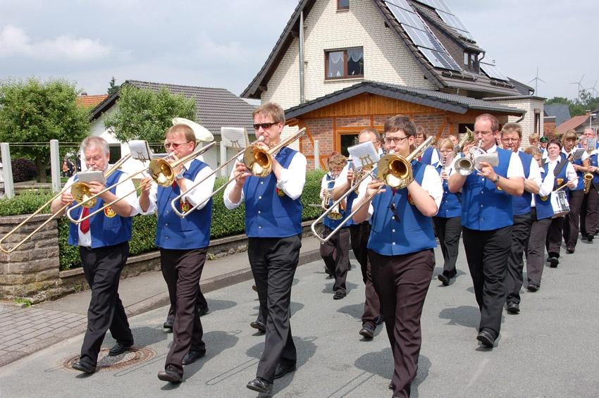 http://www.vitus-gemeinde.de/galerien/cache/vs_04%202009_09%20Sch%FCtzenfest:%20Festumz%FCge%20(27.-28.06.2009)_umzug__sa__038.jpg