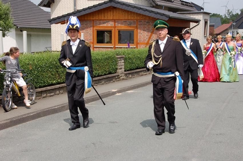 http://www.vitus-gemeinde.de/galerien/cache/vs_04%202009_09%20Sch%FCtzenfest:%20Festumz%FCge%20(27.-28.06.2009)_umzug__sa__040.jpg