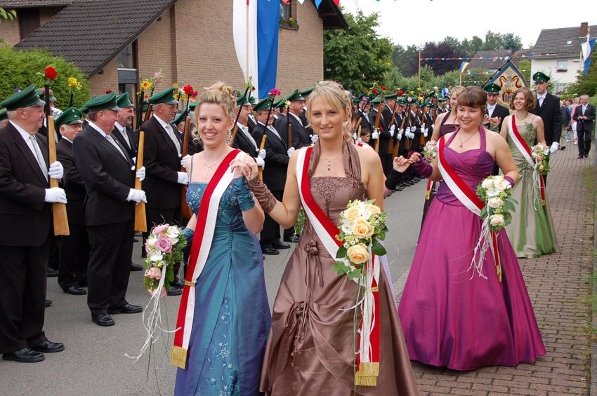 http://www.vitus-gemeinde.de/galerien/cache/vs_04%202009_09%20Sch%FCtzenfest:%20Festumz%FCge%20(27.-28.06.2009)_umzug__sa__075.jpg