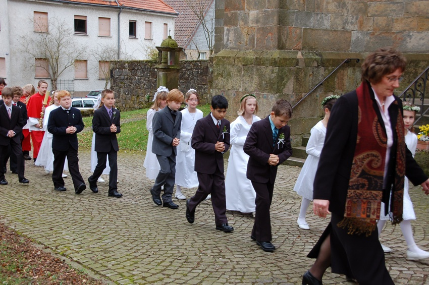 http://www.vitus-gemeinde.de/galerien/cache/vs_05%202010_01%20Erstkommunionfeier%20(18.04.2010)_erstkommunion2010__13.jpg