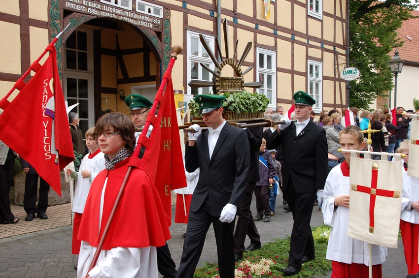 http://www.vitus-gemeinde.de/galerien/cache/vs_05%202010_04%20Vitusprozession%20(20.06.2010)_vitus__12.jpg