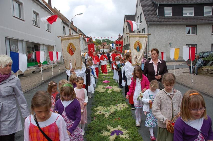 http://www.vitus-gemeinde.de/galerien/cache/vs_05%202010_04%20Vitusprozession%20(20.06.2010)_vitus__14.jpg