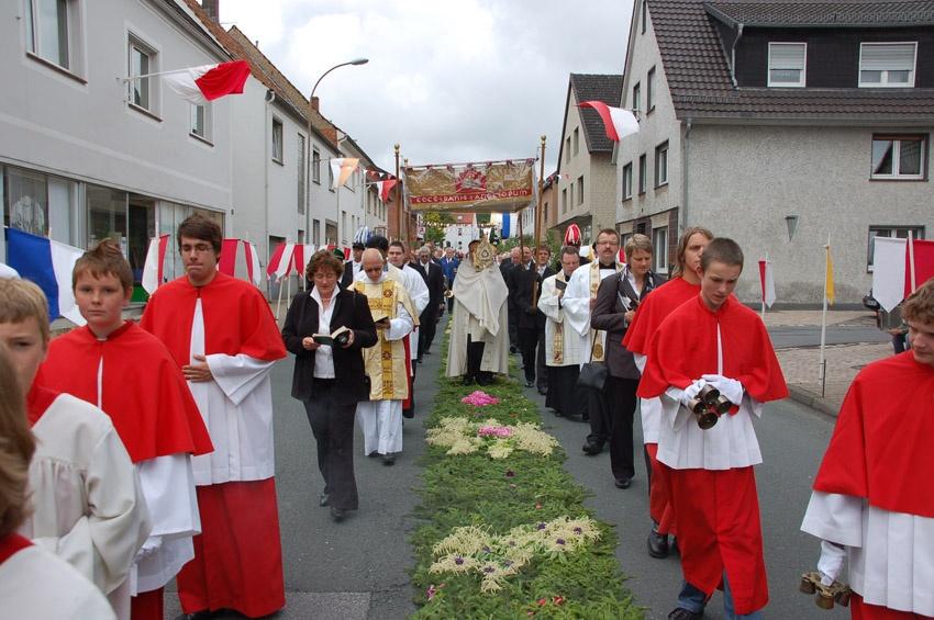 http://www.vitus-gemeinde.de/galerien/cache/vs_05%202010_04%20Vitusprozession%20(20.06.2010)_vitus__16.jpg