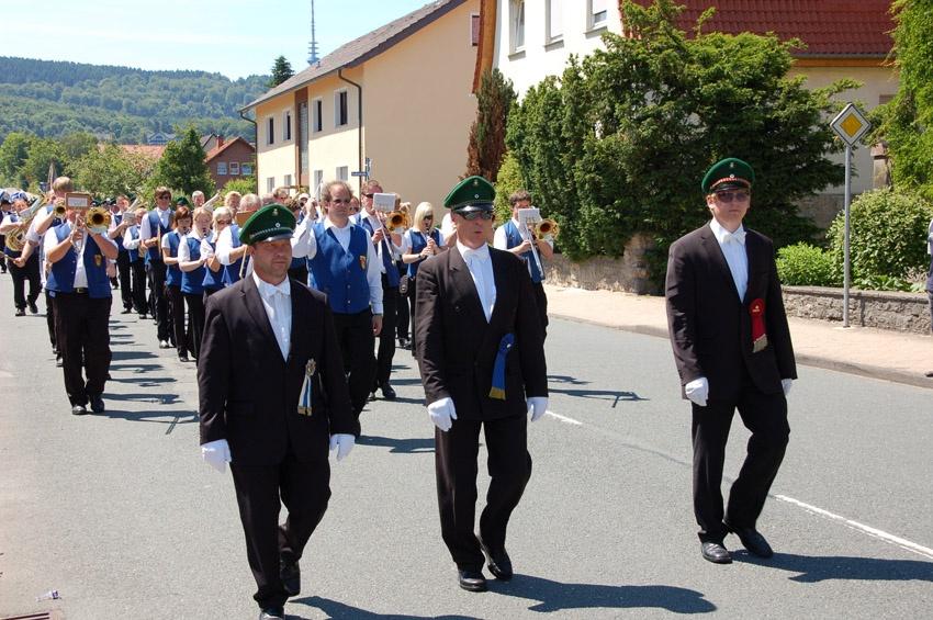 http://www.vitus-gemeinde.de/galerien/cache/vs_05%202010_05%20Sch%FCtzenfest:%20Festumzug%20(27.06.2010)_umzug__so__11.jpg