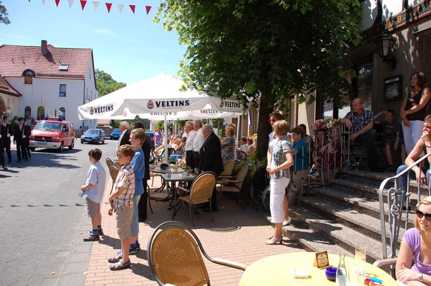 http://www.vitus-gemeinde.de/galerien/cache/vs_05%202010_05%20Sch%FCtzenfest:%20Festumzug%20(27.06.2010)_umzug__so__23.jpg