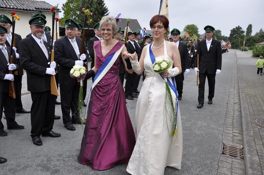 http://www.vitus-gemeinde.de/galerien/cache/vs_06%202011_05%20Sch%FCtzenfest:%20Festumz%FCge%20(25.-26.06.2011)_umzug__sa__017.jpg