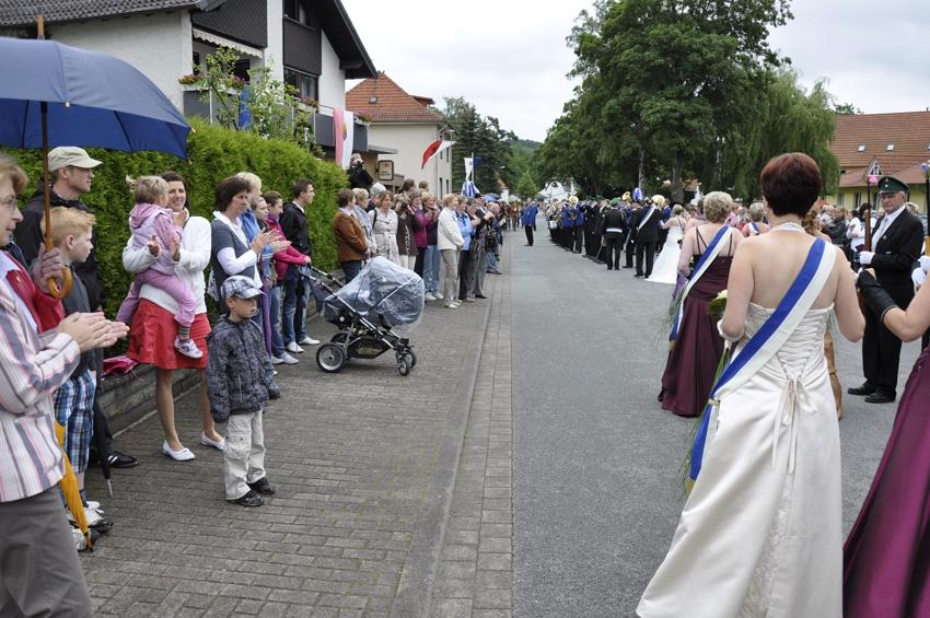 http://www.vitus-gemeinde.de/galerien/cache/vs_06%202011_05%20Sch%FCtzenfest:%20Festumz%FCge%20(25.-26.06.2011)_umzug__sa__018.jpg