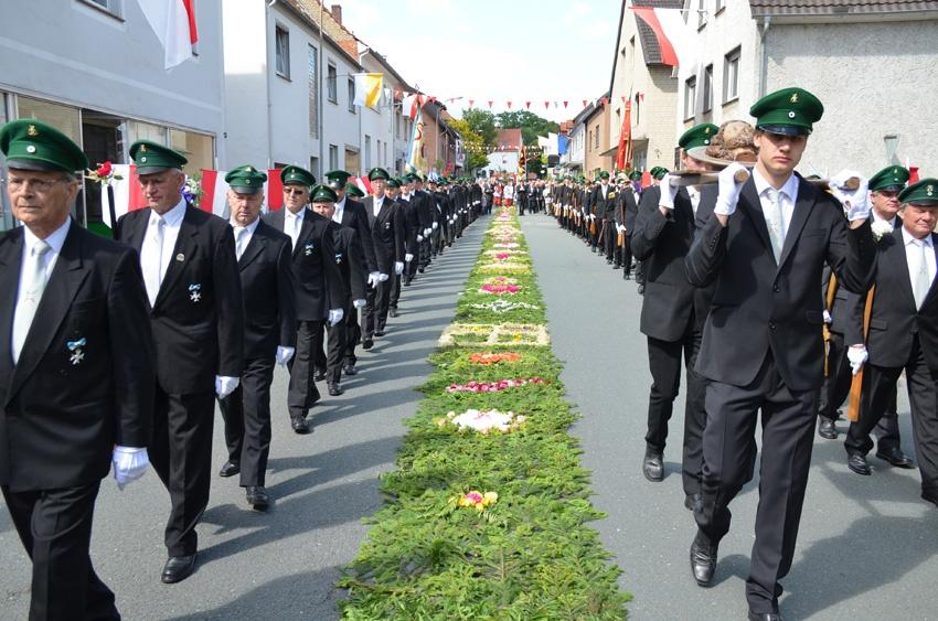 http://www.vitus-gemeinde.de/galerien/cache/vs_07%202012_04%20Vitusprozession%20(17.06.2012)_vitus__14.jpg